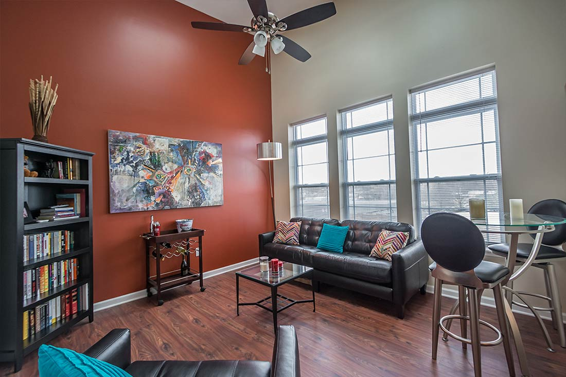 Tenth college horizons apartments for rent downtown - The living room center bloomington in ...